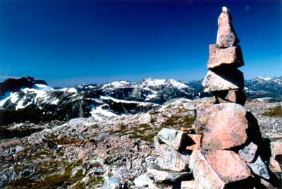 Cairn sommet d'un mont