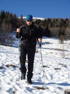 Utilisation des bâtons de randonnée en descente