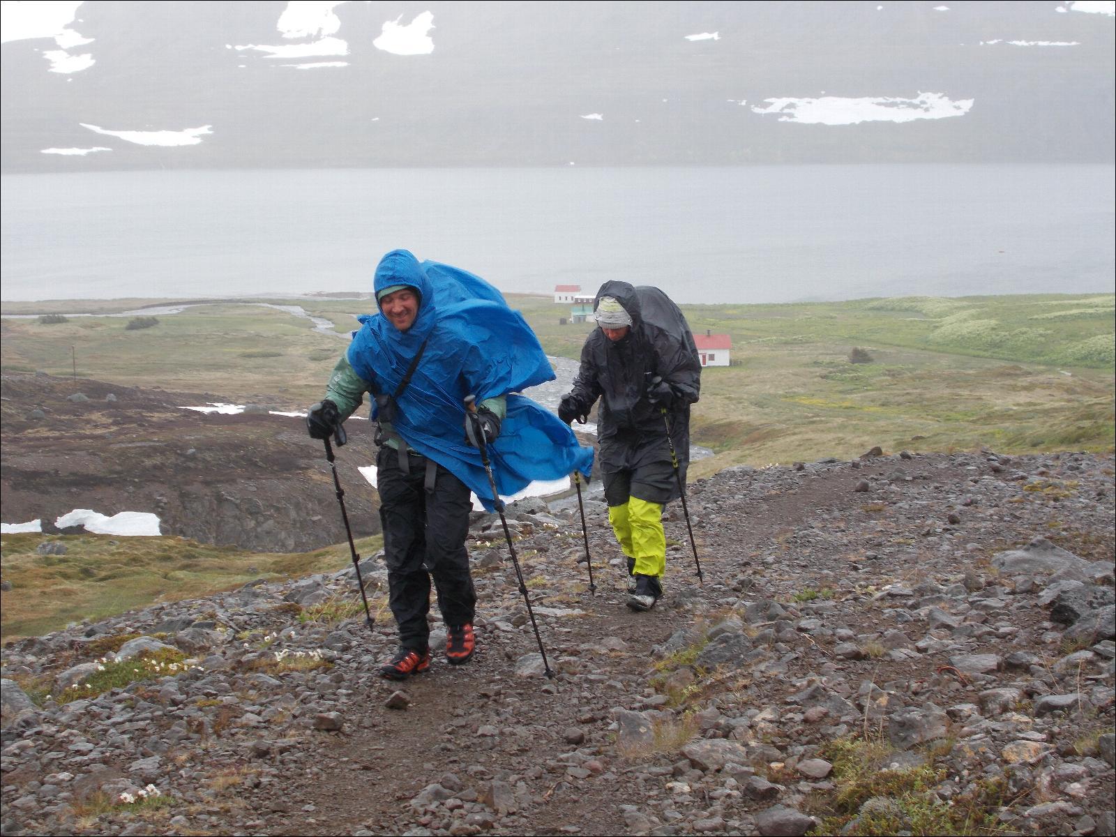 se protéger du vent en randonnée