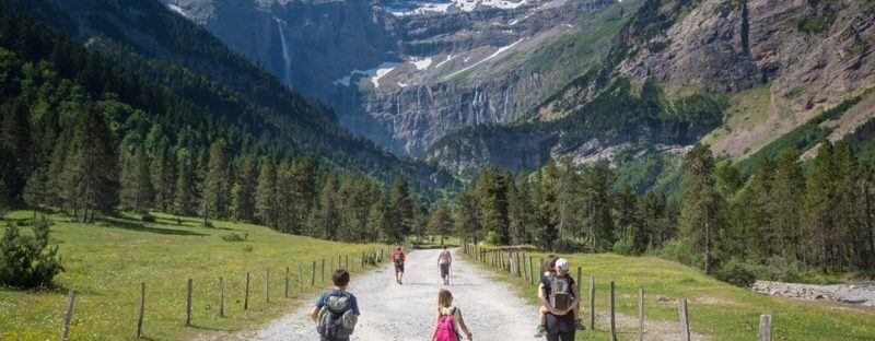 6 idées de treks dans les Pyrénées à cheval entre France et Espagne