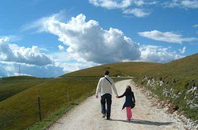 Randonée en famille père et fille