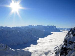 Fort rayonnement du soleil en randonnée en altitude