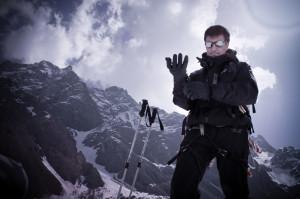 Homme au ski alpin