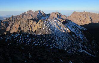Vue du sommet du Toubkal qui règne sans partage sur le haut Atlas (4167m)