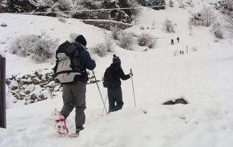 s'équiper pour faire des raquettes à neige