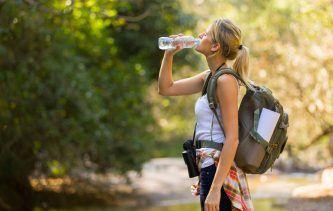 se protéger de la chaleur et du soleil en randonnée