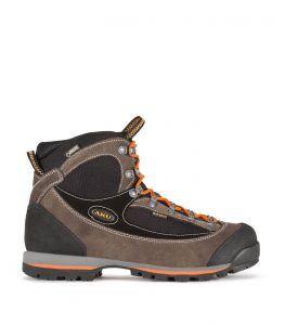 chaussures de marche matériel sur le chemin de compostelle
