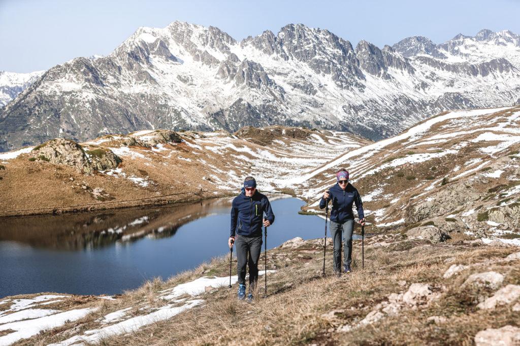 Jorasse - Veste extra-chaude avec masque intégré  Bergen Pant - Pantalon spécial marche nordique